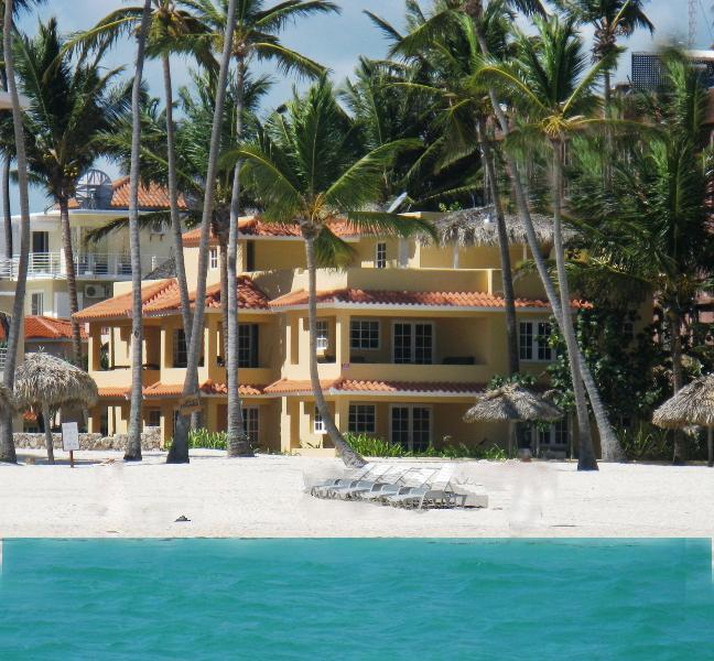 RIGHT ON  THE BEACH !!!!! VILLAS CHIARA PUNTA CANA OCEAN FRONT  3 BEDR 1 FL, vacation rental in Bavaro