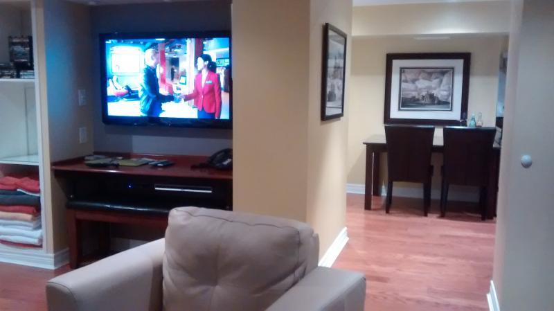 Deux HD téléviseurs à écran plat - 52 pouces - dans le salon et la chambre