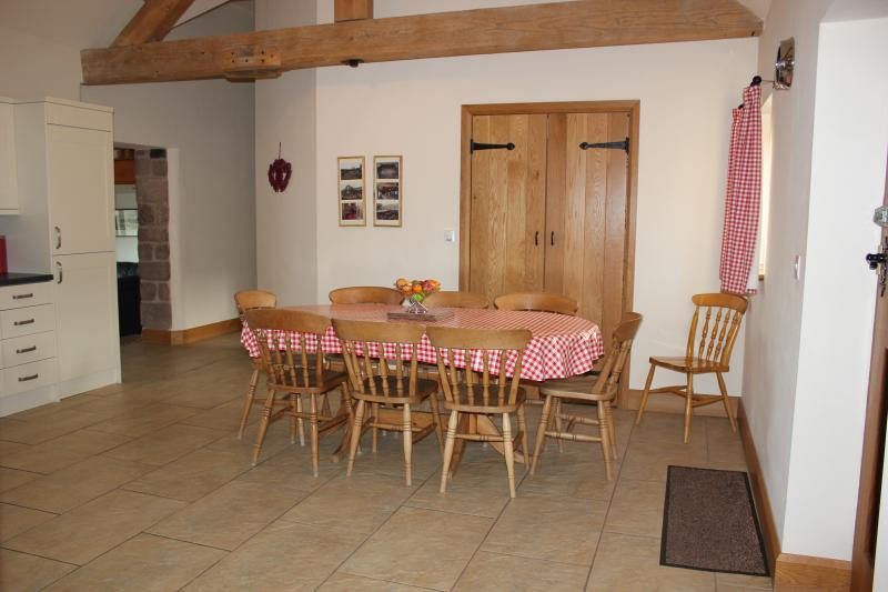 spacious dining kitchen