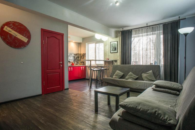 Furnished studio «Red Doors», location de vacances à Krasnogvardeysky District
