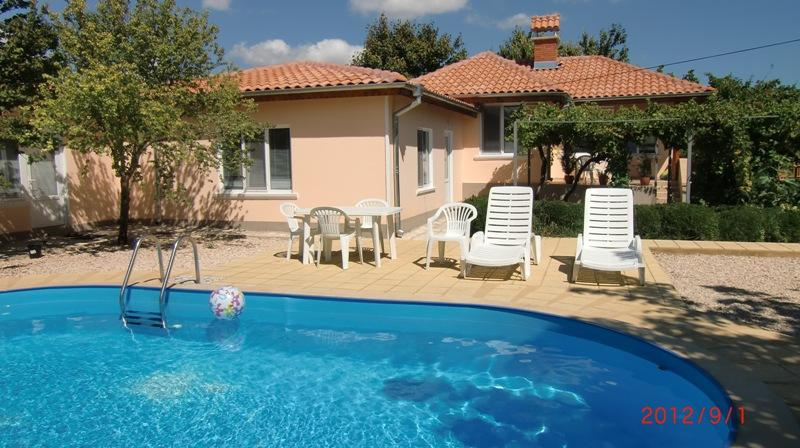 Villa Bulgarevo Luxury Villa with Pool, holiday rental in Balgarevo