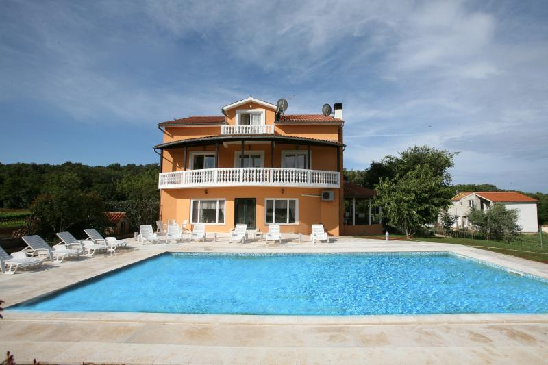 The villa is located 4 km from Pula, it's a bit secluded and very peaceful. It is surrounded by wond