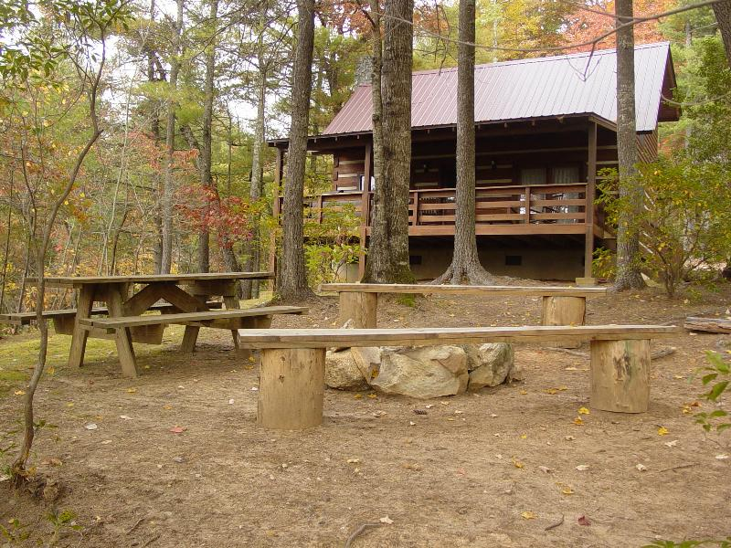 Private Honeymoon Cabin / Picnic Area / Campfire Ring with Seating