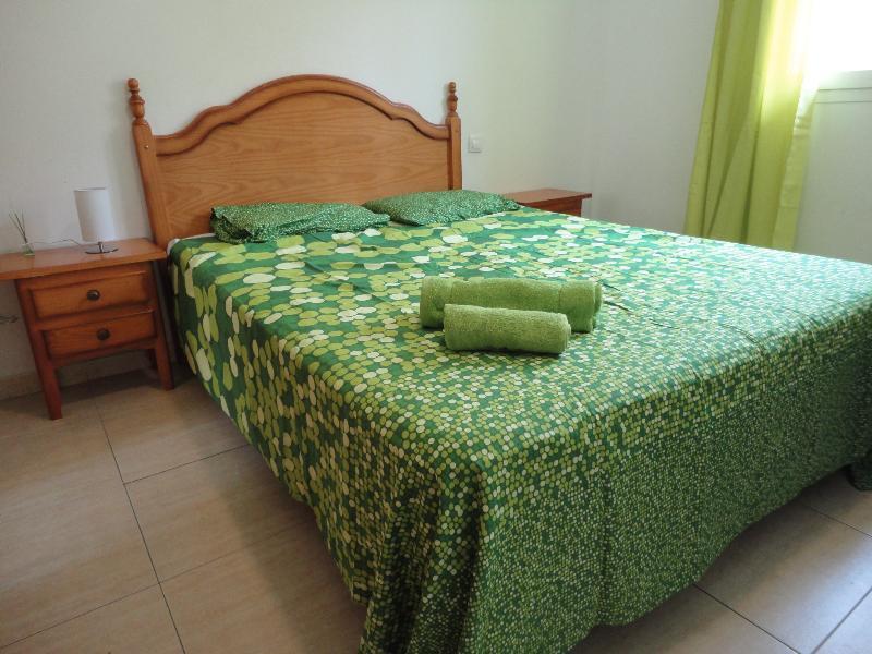Apartamento 2 Habitaciones WIFI, holiday rental in Tetir