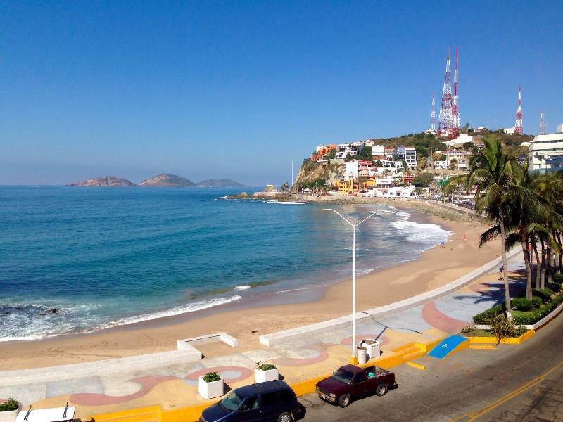 NOW SLEEPS 20! Oceanfront Penthouse - Historic Olas Altas Condo, alquiler de vacaciones en Mazatlán