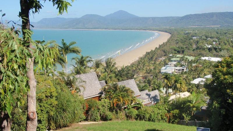 Surveillez à Port Douglas, en regardant la plage de 4 mile