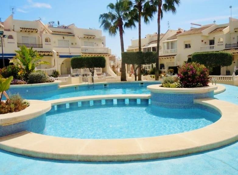 Stunning Ground Floor , 2Bed /2 Bath Apt.Wifi  Fibre Optic .near BEACH, alquiler vacacional en Ciudad Quesada