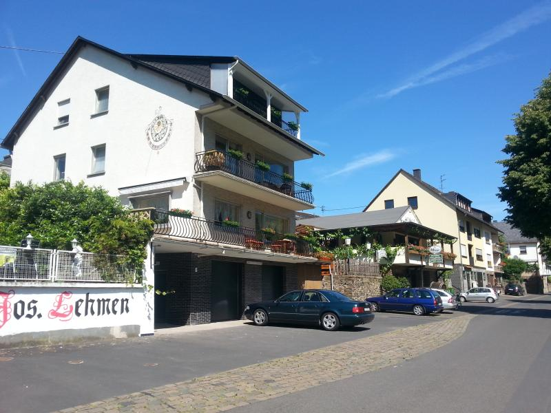 3 appartements, each 80 sm and Moselle balkony. Self catering, fully equipped kitchens, 15 bikes av.