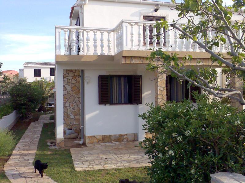 Apartman Komar Povljana, vacation rental in Povljana