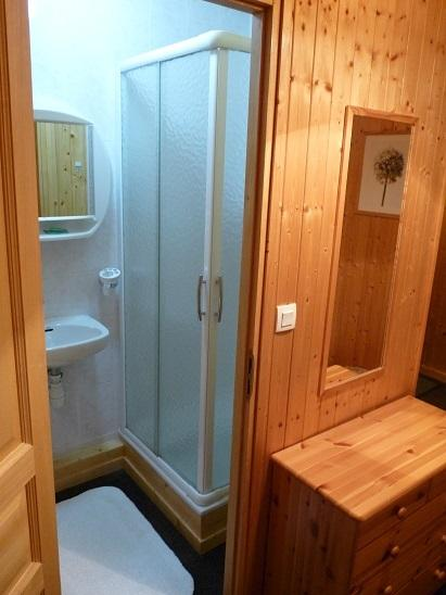 ... with ensuite shower & toilet