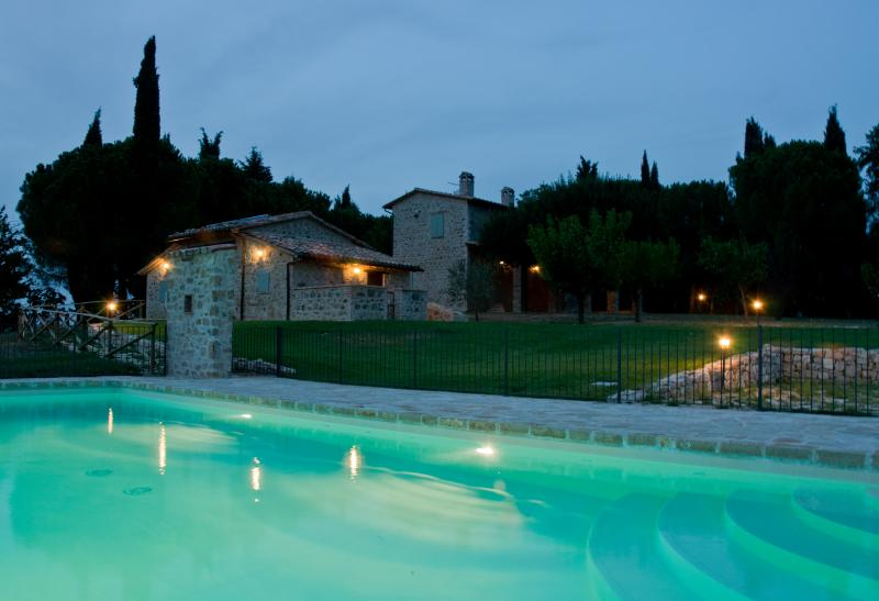 Amazing flat with swimming pool in Umbria, Ferienwohnung in Piedicolle