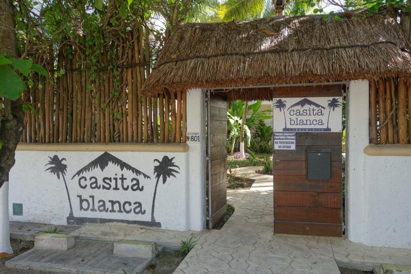 Entrance to Condominios Casita Blanca