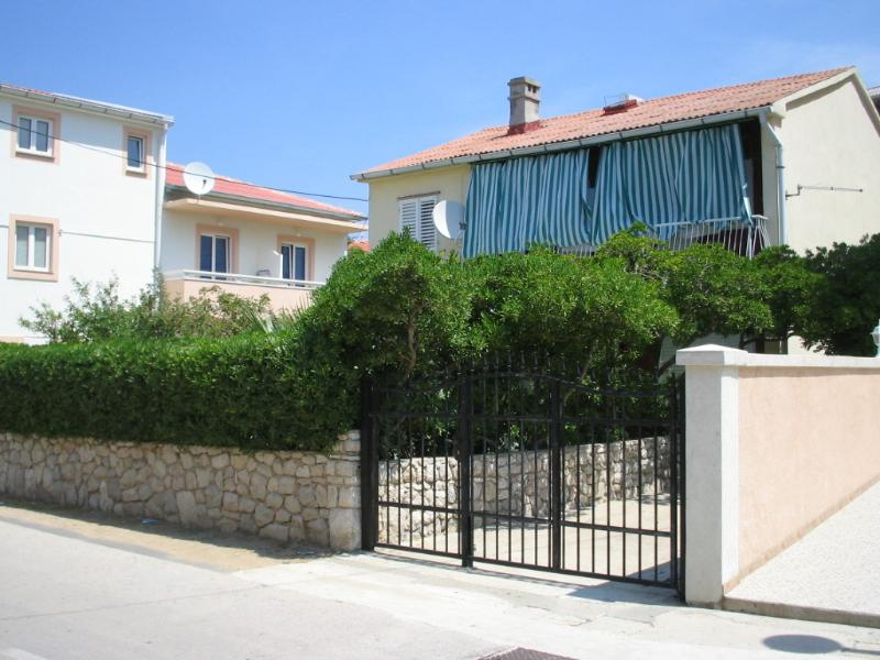 Apartment Grozdana;Pag-50m sea, holiday rental in Pag