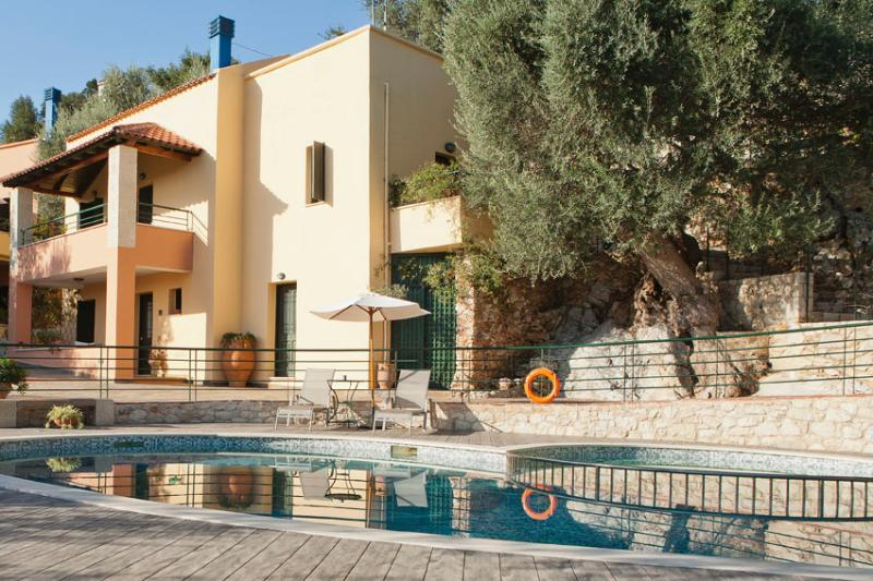 Anthoula Traditional Family House in Chania, vacation rental in Kato Valsamonero