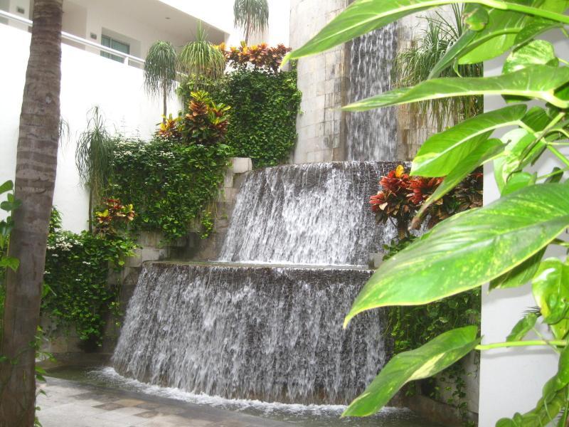 Lobby Waterfall - Sea Garden - Nuevo Vallata, Mexico