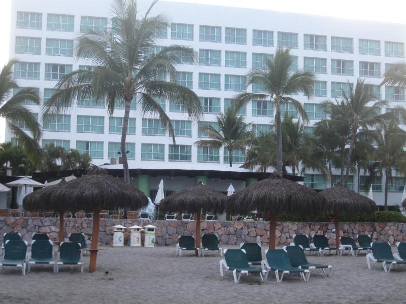 Beach View of Building - Sea Garden - Nuevo Vallata, Mexico