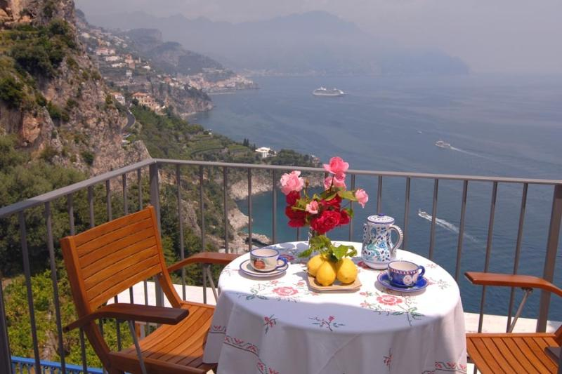 Marechiaro with sea view and terrace, holiday rental in Conca dei Marini