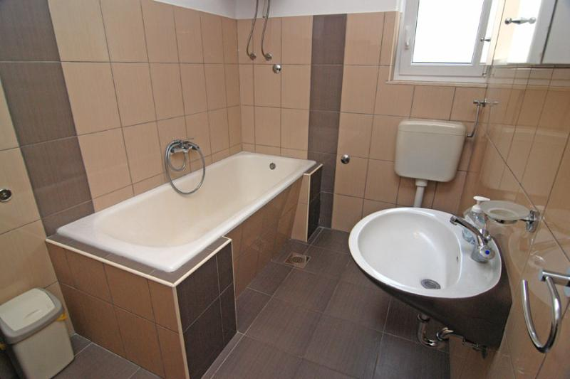 A1(7): bathroom with toilet