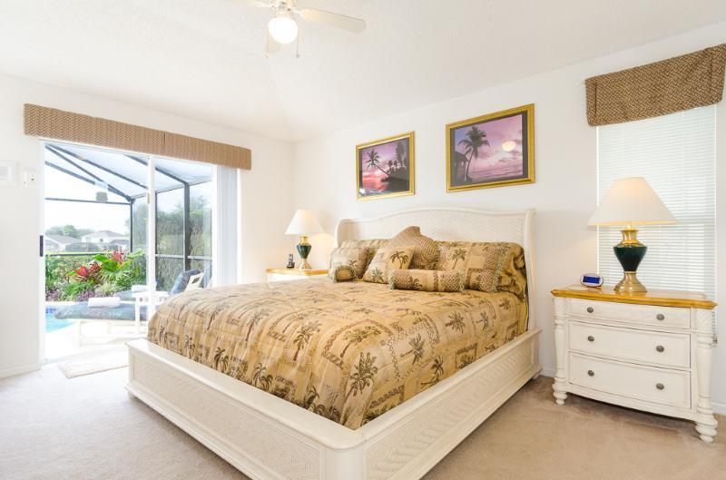 Quarto principal com cama de pillow-top King-Size