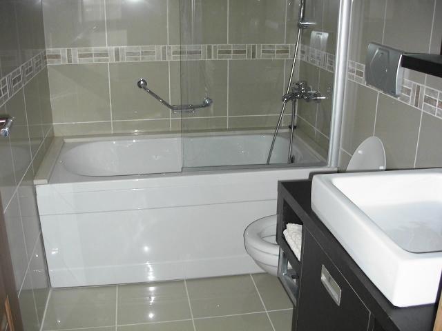The apartment has 2 bathrooms