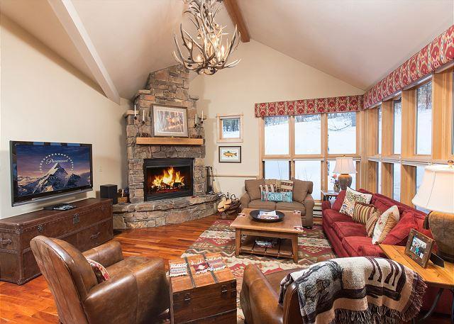 Moose Creek Condo in Teton Village~ Private hot tub~Ski-in/ski-out!, holiday rental in Jackson Hole