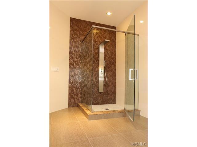 Master bathroom 1st floor shower