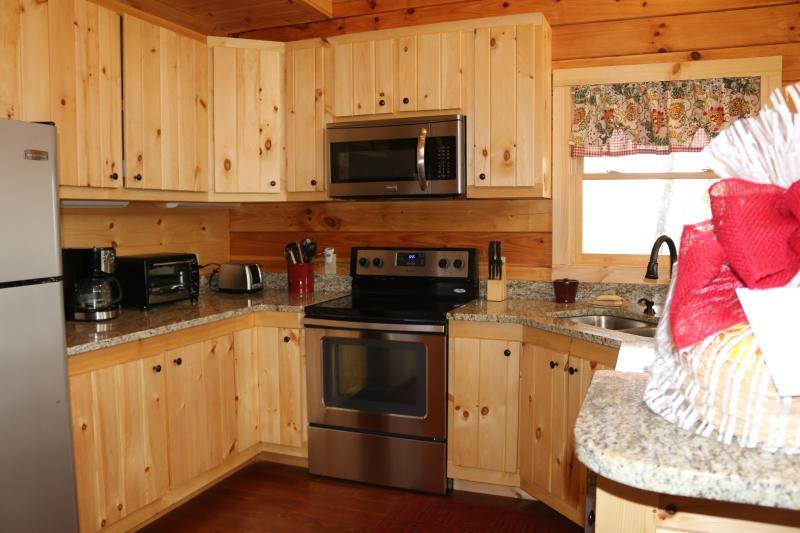 electrodomésticos de acero inoxidable, cocina completamente equipada