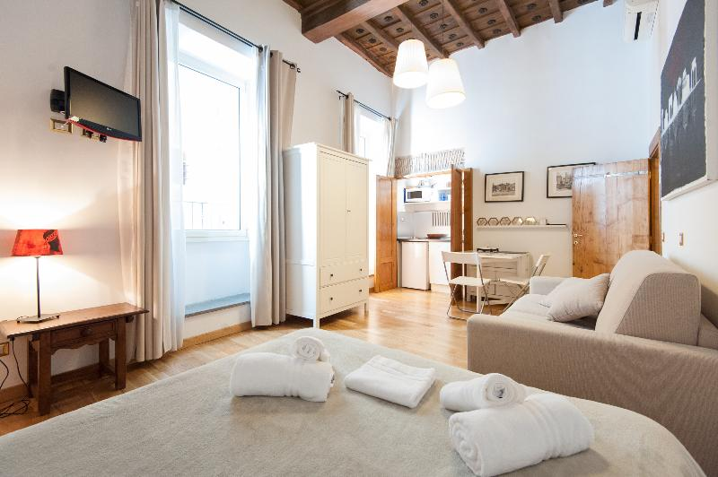 RESIDENZA SANSONI  easy & quite -Navona - Vatican, holiday rental in Rome