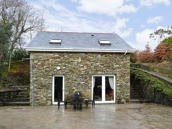 LIS-ARDAGH COTTAGE 2, detached, patio, off road parking, ideal for a couple or, location de vacances à Rosscarbery
