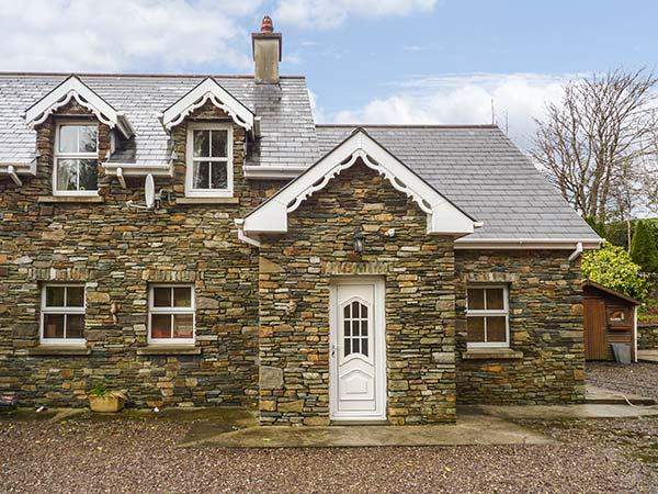 LIS-ARDAGH COTTAGE 1,  single-storey, en-suites, woodburner, patio, near Union, casa vacanza a Clonakilty