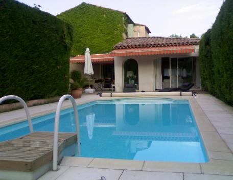 Le Tholonet 3 Bedroom Holiday Rental with a Pool, Aix en Provence, vacation rental in Aix-en-Provence