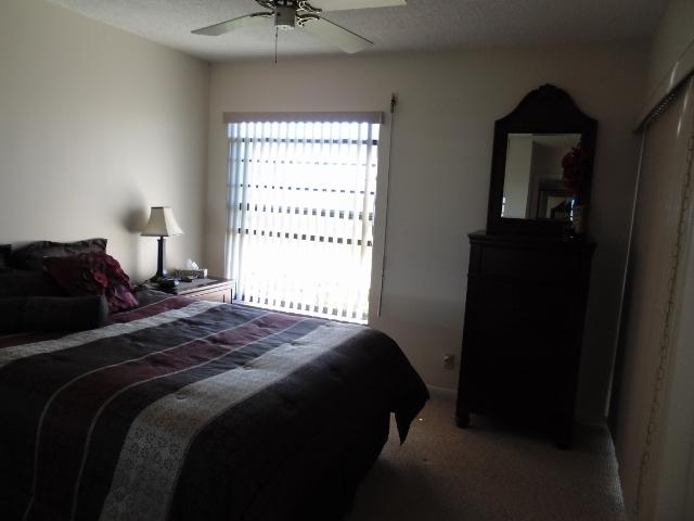 Guest bedroom Queen bed with walkout to lanai