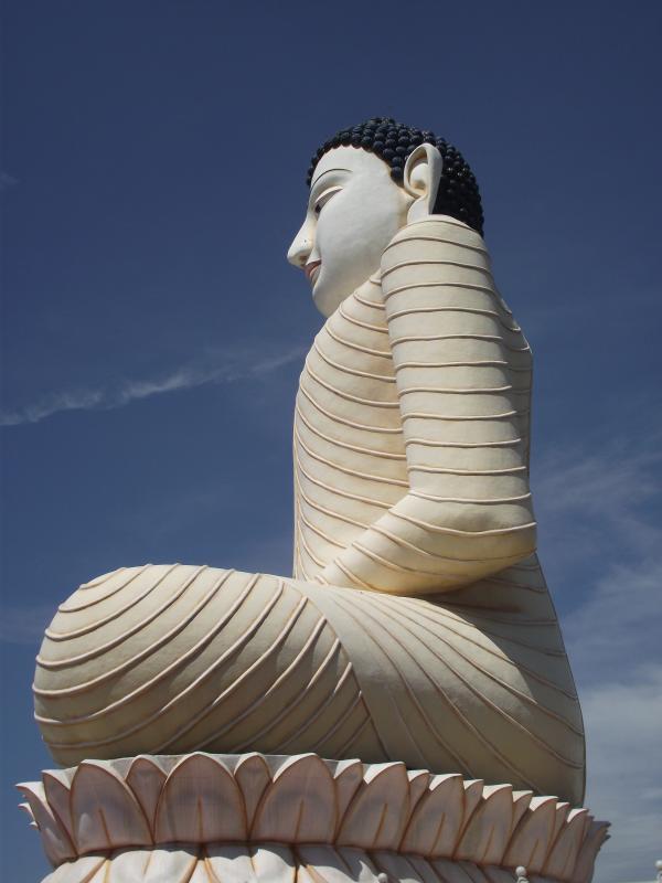 kandivasa temple plus grand budda de séance en Asie