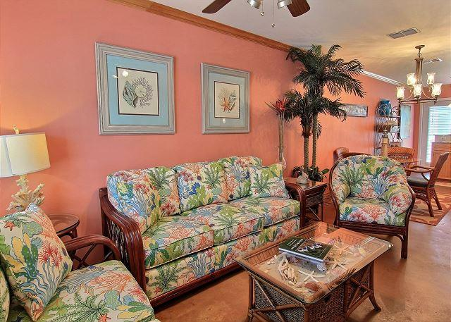 Beautiful condo, just a short walk to the beach. Community pool!, holiday rental in Robstown