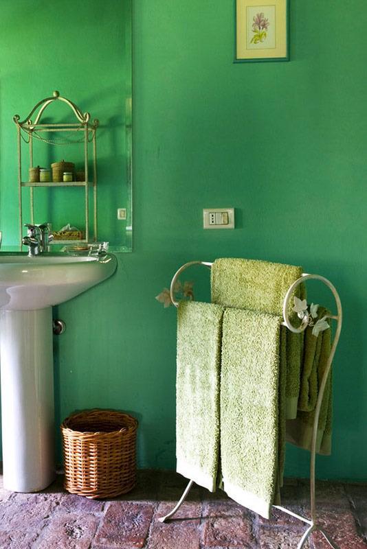 Elegantly decorated bathroom