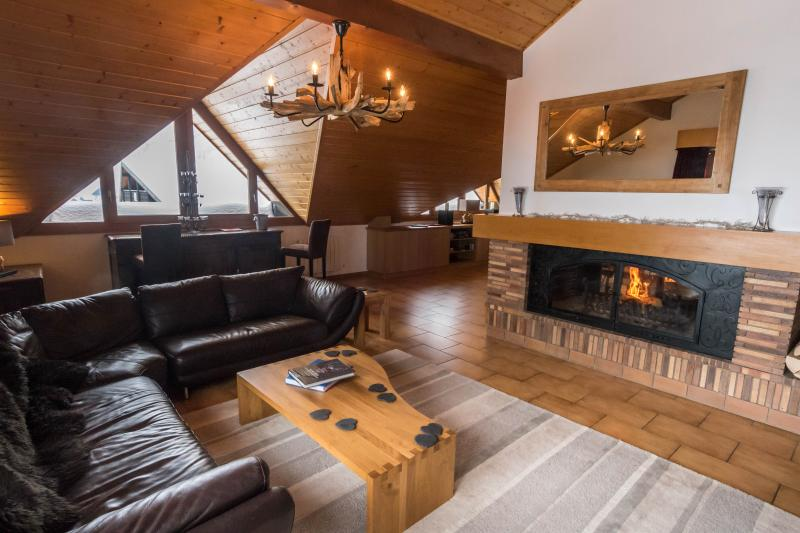 Penthouse Caribou,  Exclusive Ski Chalet, Luxurious space and a balcony hot tub – semesterbostad i Chatel