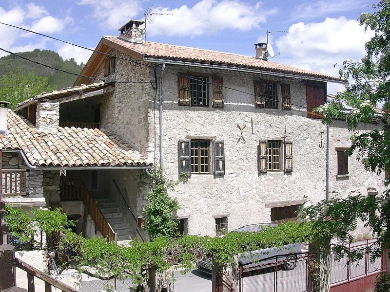 Beautiful house with garden & Wifi, vacation rental in Saint Andre Les Alpes