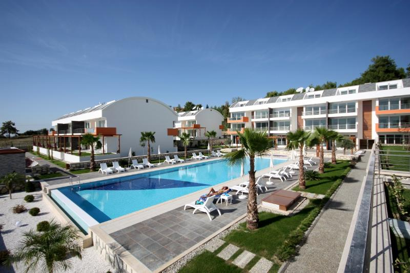 Nice apt with pool access & terrace, vacation rental in Evrenseki