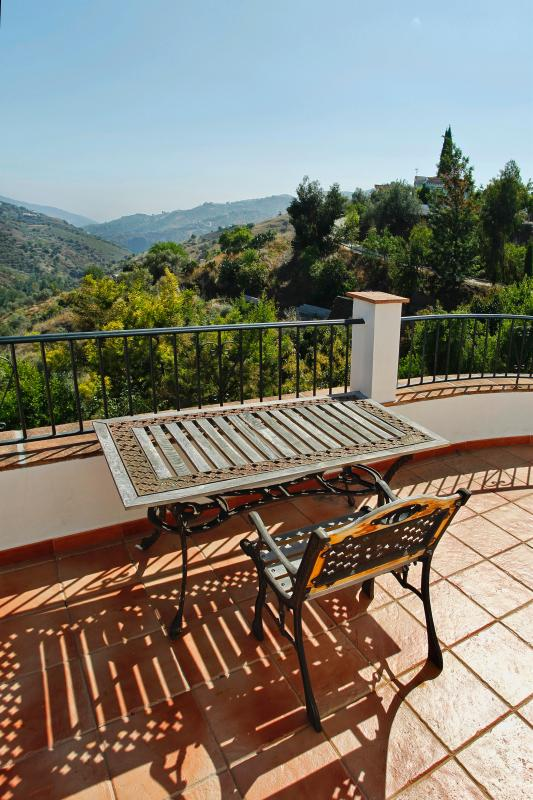 Terrass utanför sovrummet på övervåningen med magnifik utsikt