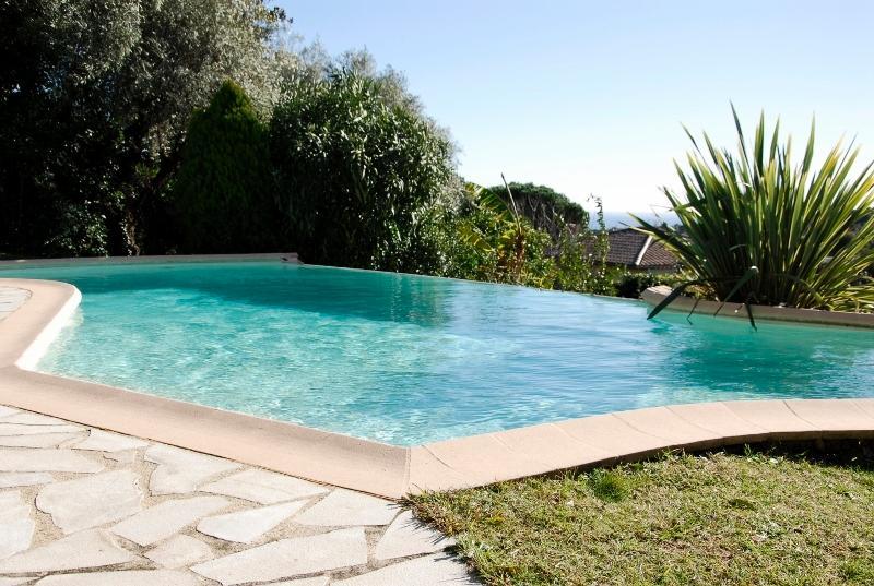 Une belle piscine pour se rafraîchir...