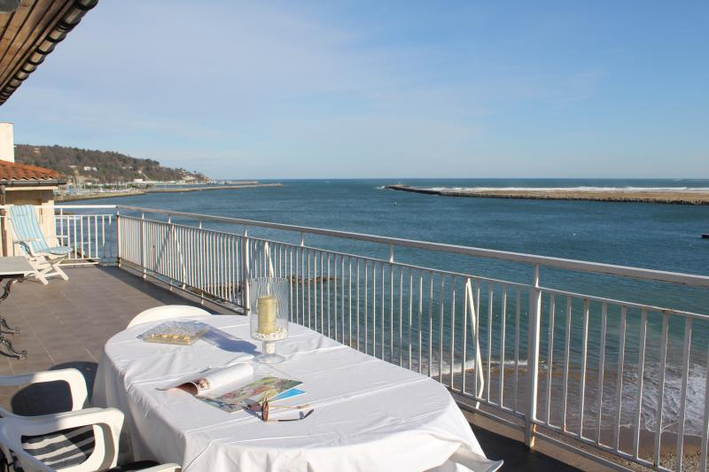 Impressive terrace to enjoy breakfast or lunch in the Sun, or to revel in the views