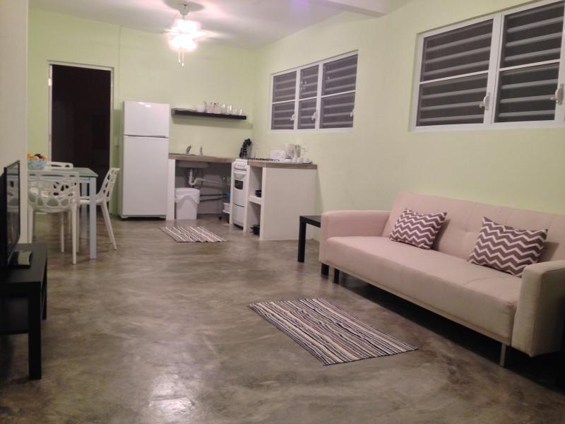Amplio apartamento, totalmente equipado para hacer su estancia más cómoda.