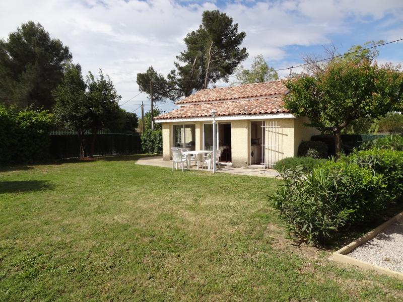 Mas en Camargue 55m², et jardin clos 450m², holiday rental in Marsillargues