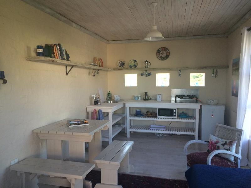 kitchen/lounge opens out onto verandah