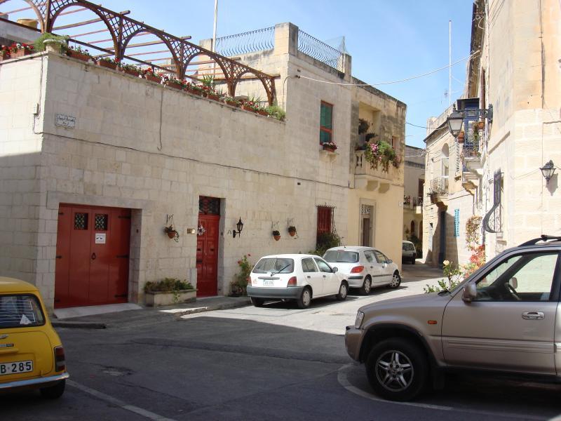 Une promenade le long des rues étroites offrent un éventail intéressant de maisons de caractère.