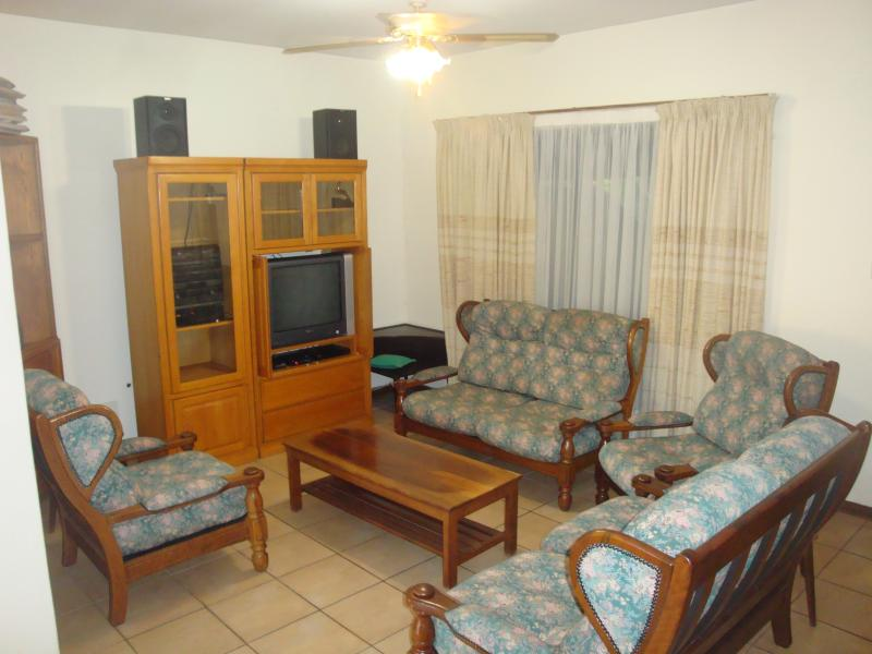 Lounge with seating for 6