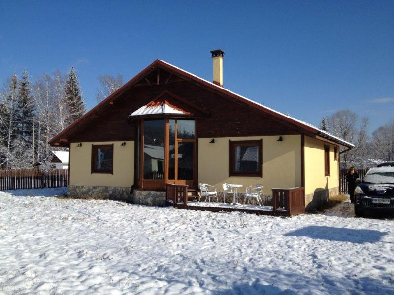 White Orchid Lodge 3 Bedroom, 2 Bathroom chalet with sauna in a quiet location