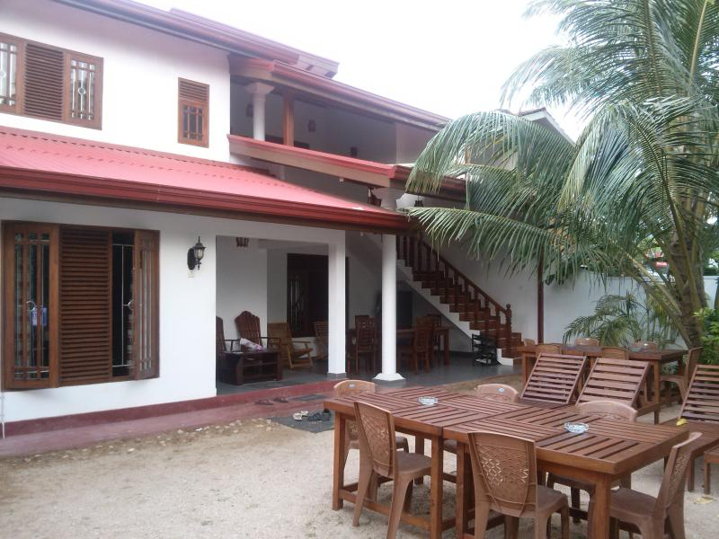 Bliue Stra Beach Hotel, vacation rental in Weligama