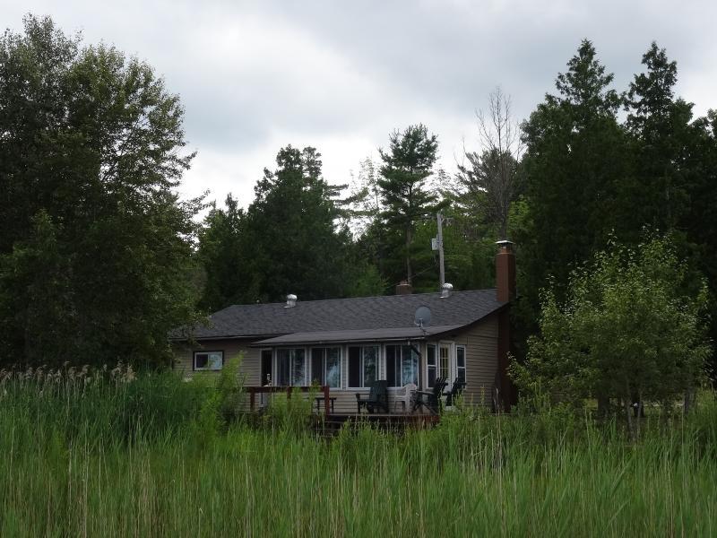 Mooie Lake Cottage Harrisville