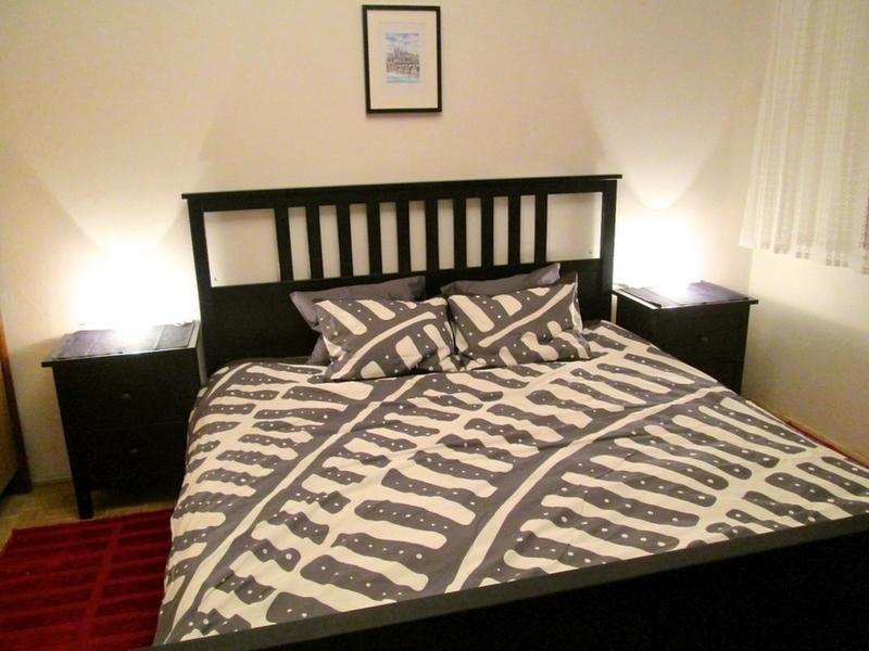 Tout nouveau lit lit avec matelas confortable.
